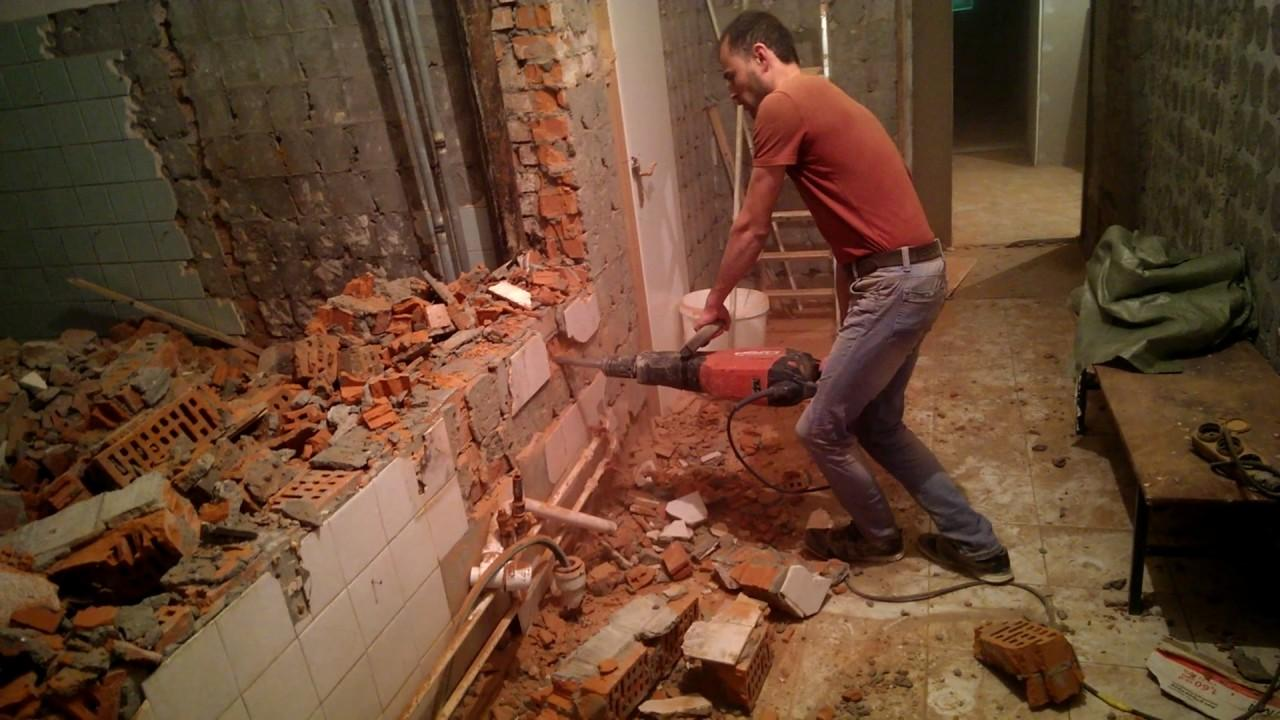 как снести кирпичную стену